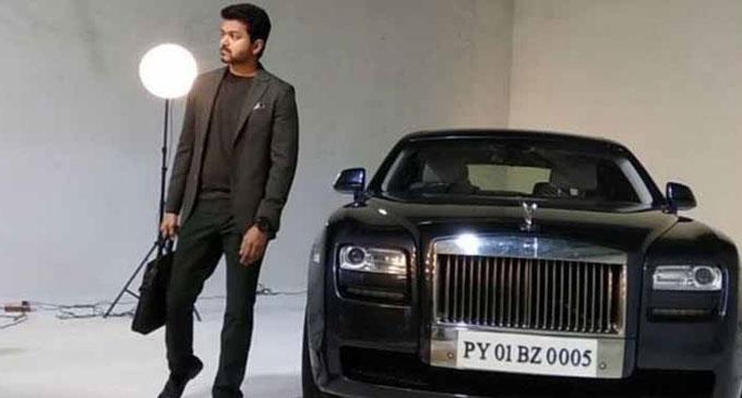 අලුත් Rolls Royce එකට විජේට බදු ගෙවන්න වෙලා